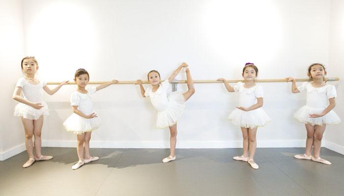 LEI-web-img-FAD_0001_Ballet blanc